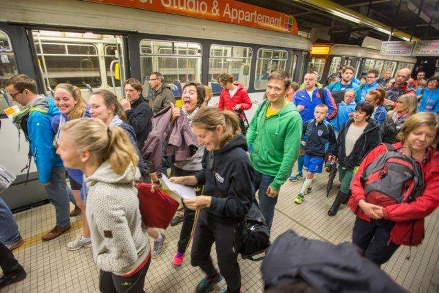 test Twitter Media - Voor de #AGAntwerp10Miles zetten we zondag 22 extra tramsin op de lijnen 3-5-9. Lijn 9 wordt versterkt op het stuk Berchem station – Linkeroever.  Tip: vertrek op tijd. Het zal erg druk zijn in de stad, dus ook aan de haltes en in de trams. https://t.co/waCEjjHR0f https://t.co/BBnVhabVKA