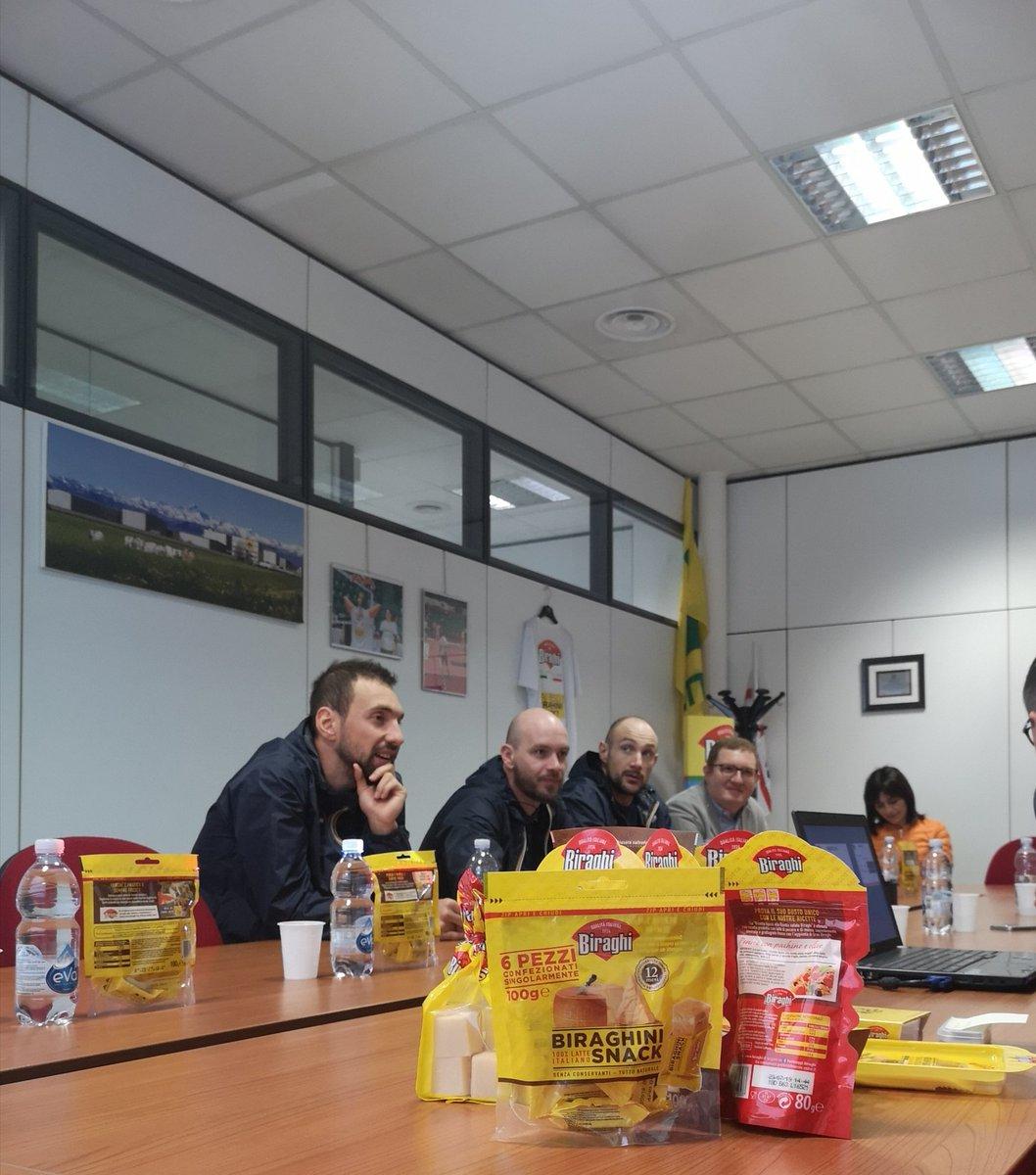 Visita presso lo stabilimento del nostro sponsor  Biraghi con  il d.g. @ferenczbartocci, il capitano @PeppePoeta, Cusin e il team manager Parente💛💙  #goaux #TuttiPerTorino https://t.co/D8F1HMCeHN