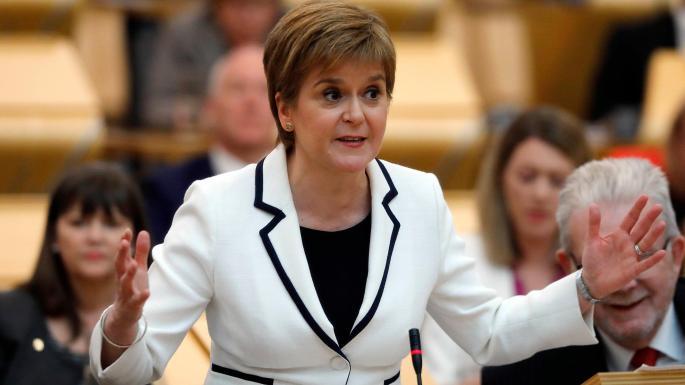 """Nicola Sturgeon-ek (SNP): """"Bi urte barru bigarren erreferenduma antolatu nahi dugu Eskozian"""". Carles Puigdemont-ek: """"Madrilen autodeterminazio-eskubidea exijituko dugu"""". Oskar Matutek: """"Gure lehentasunak trifatxito eragoztea eta agenda soziala dira"""". Eta autodeterminazioa???"""