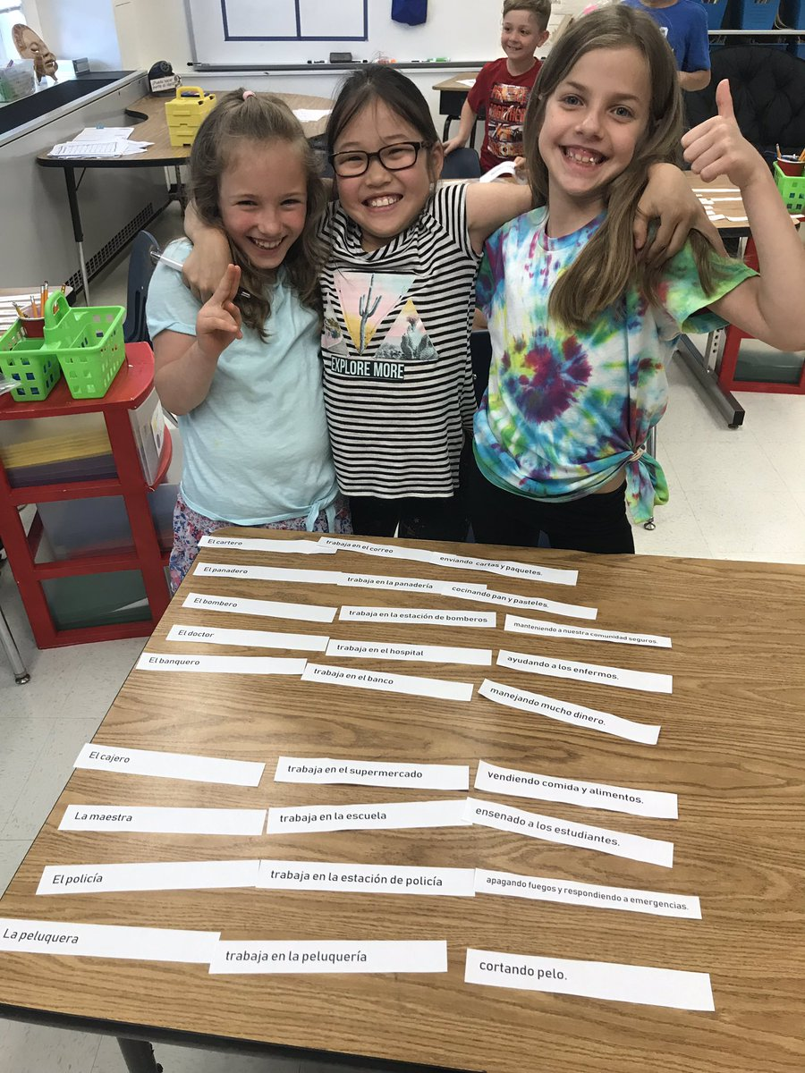 ¡Excelente trabajo! Working together to assemble sentences about their neighborhood. <a target='_blank' href='http://search.twitter.com/search?q=KWBPride'><a target='_blank' href='https://twitter.com/hashtag/KWBPride?src=hash'>#KWBPride</a></a> <a target='_blank' href='https://t.co/w8YClHiJRK'>https://t.co/w8YClHiJRK</a>