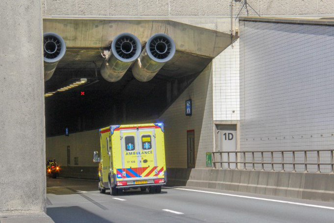 Flinke file door ongeval in Beneluxtunnel https://t.co/gpPKHrI4f9 https://t.co/86m2UsNoX6