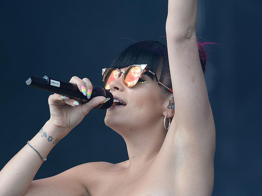 Lily Allen Serves Guinness To Fans During Swindon Gig