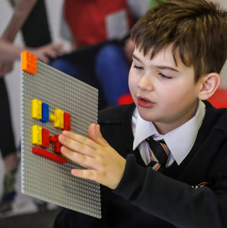 LEGO lance officiellement des briques pour faciliter l'apprentissage du braille chez les enfants  Plus d'infos : http://bit.ly/2UHJcxY