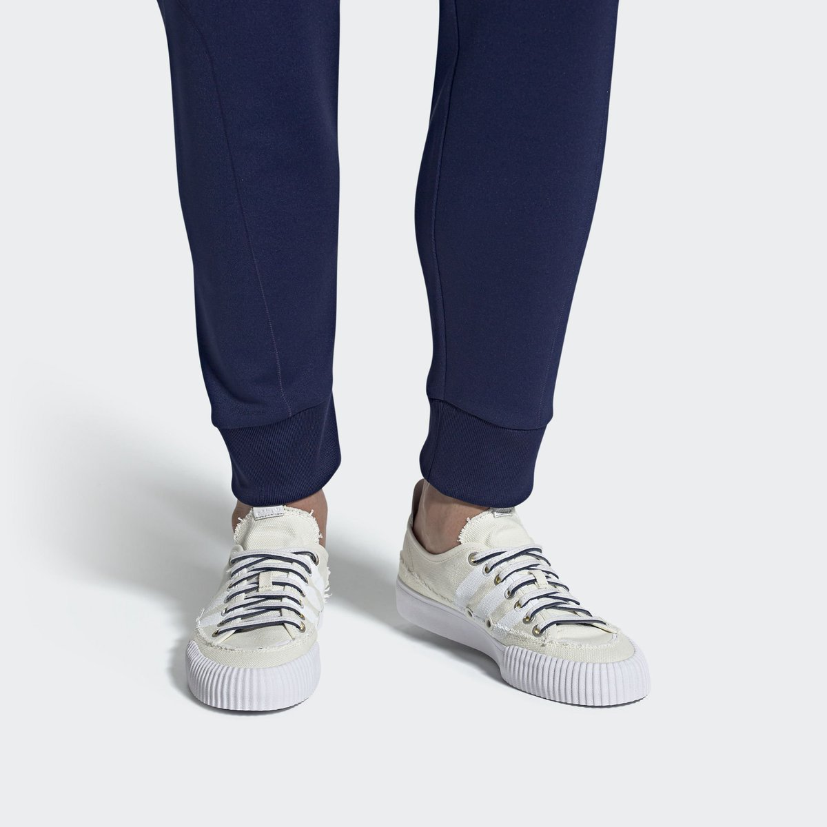 e7d11d20262f1 Sizes selling out on  adidas US.  donaldglover x  adidasoriginals. —   http   bit.ly 2LjQjh1  adpic.twitter.com l36zPfm7Vv