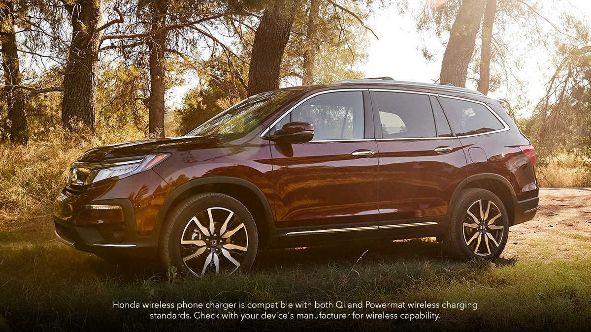 From errands to excursions, the available wireless phone charger in the 2019 #HondaPilot helps you stay connected, no outlet necessary.