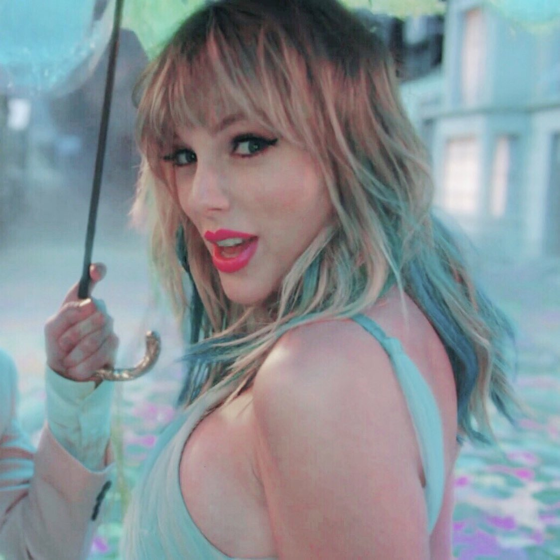 ME! when someone asks if I want a snack. @taylornation13 #MeOutNOW