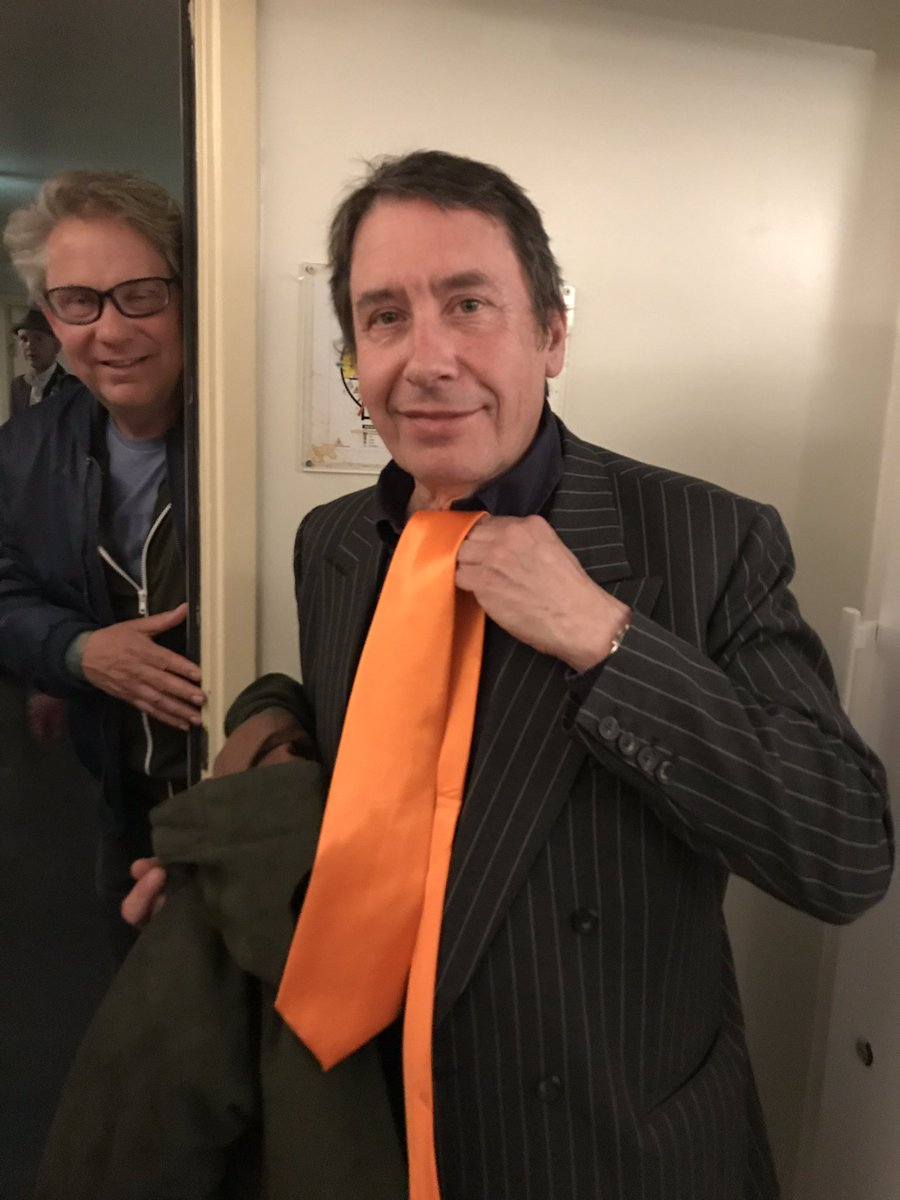 And...for King's Day here in the Netherlands. Something special from    here in Amsterdam,  live and in firendship, the one and only   *****Jools Holland*****  enthralling a packed Paradiso      in an *orange* tie (and even counting in Dutch)    #amazingnight pic.twitter.com/alp2Jf7JcR