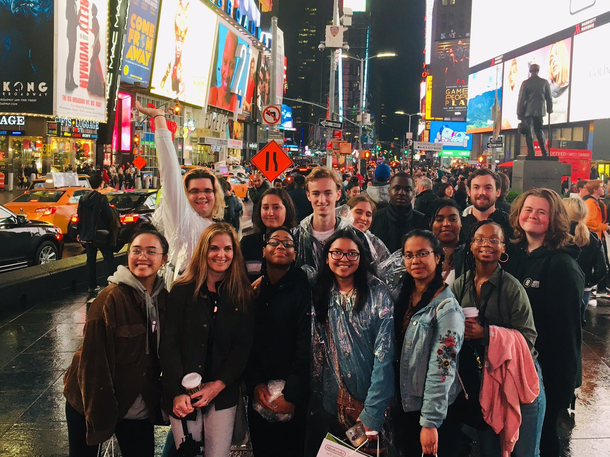 We made it! GRC in NYC. A full day @ellenstardust singing diner, @MuseumModernArt, @stpatrickscath, Rockefeller Center and Time Square. @grcollegiate @grc_art