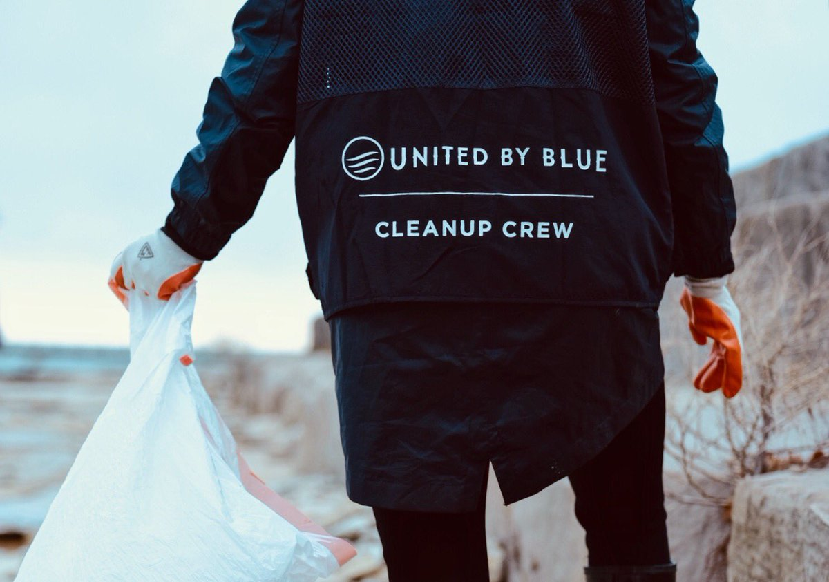#CocktailsForCleanups  taking over Chicago today with our partner @unitedbyblue. Removing 75,000 pounds of trash from the world's oceans and waterways is possible when we do it together (like this crew). Join a cleanup near you: http://bit.ly/2U1twJE