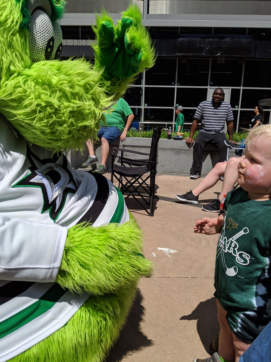Thanks for stopping by @VictorEGreen! The little man sure does adore you! #GoStars