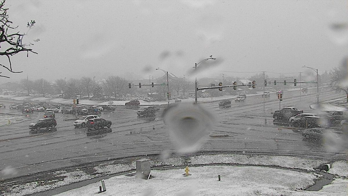 Latest webcam from Rockford.  Snow is accumulating on grassy surfaces.  A Winter Storm Warning  is in effect till 11 PM. <br>http://pic.twitter.com/bZMoQF4tvj