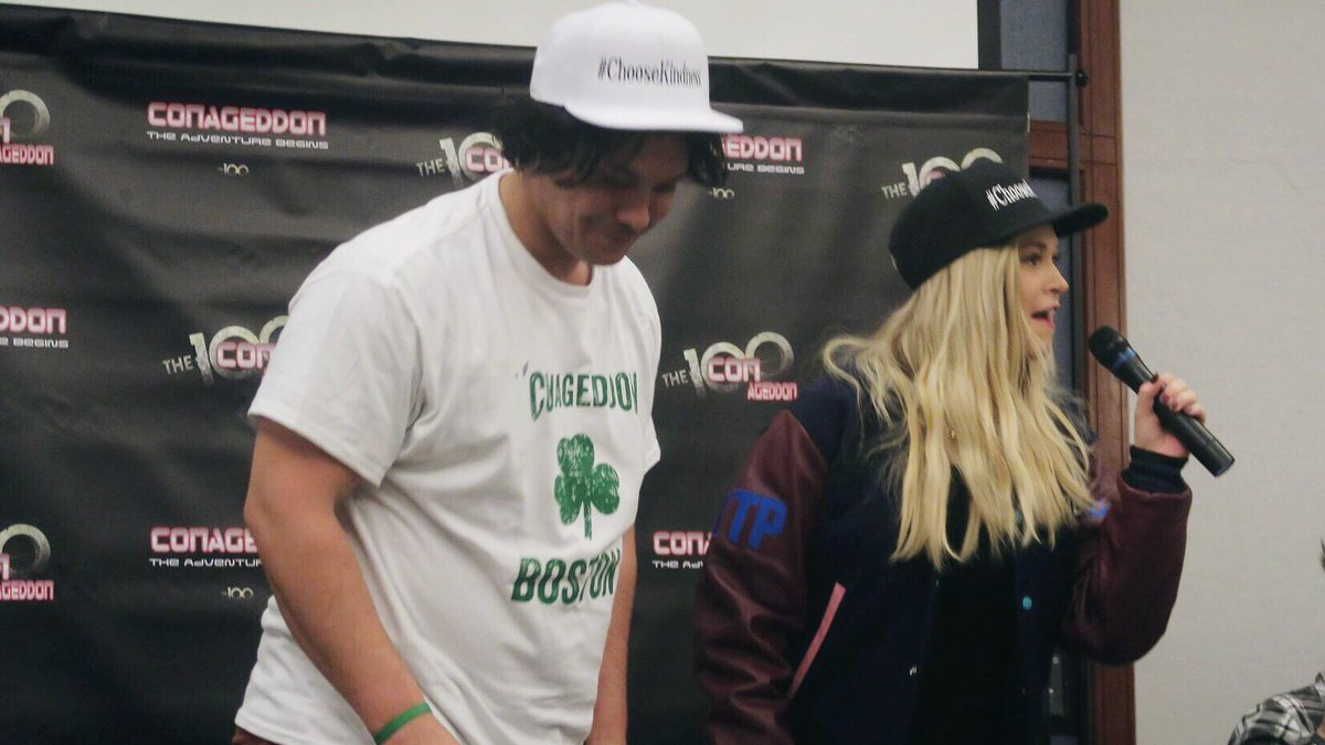 Here's Eliza telling everyone that Bob had her jacket made for her and pointing out the different patches  #Conageddon2 <br>http://pic.twitter.com/9ScT6FCejI