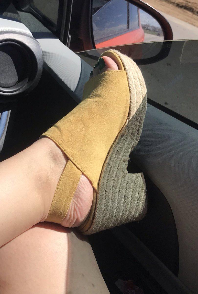 Kat fun Kitty foot