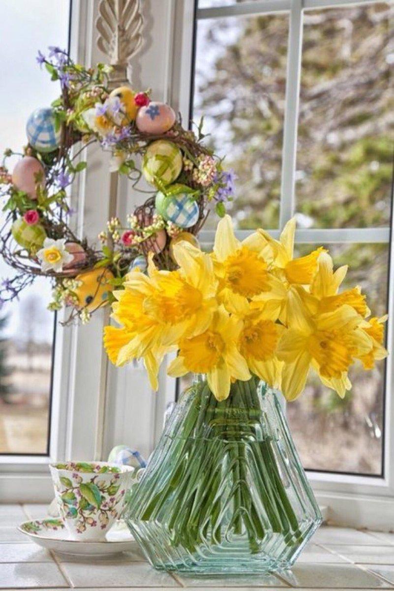 букеты на окне весной красивой успешной