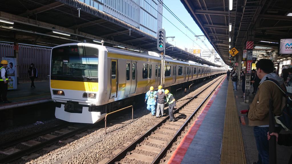 吉祥寺駅でおじいさんが線路内に転落し電車と接触した人身事故の現場画像