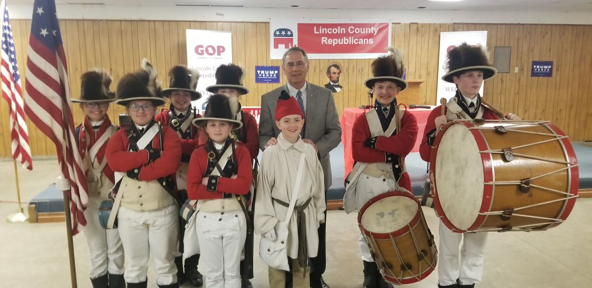 Another great Lincoln Day tonight in Lincoln County. I even had a chance to get a photo with the Lewis & Clark Fife and Drum Corps. https://t.co/rL92QQ46TR