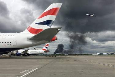 ‪🔴 Massive blaze breaks out near Heathrow Airport as locals report several explosions at storage yard.‬ ‪#UK #England‬ ‪📸 Jon Edgar‬
