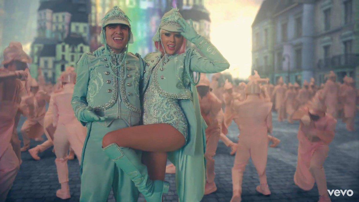 ขอเอ็มวี #ME แตะ 100M ก่อนเที่ยงคืนได้ไหมคะ อยากให้ #TaylorSwift ทุบ #BLACKPINK #MEmusicvideo
