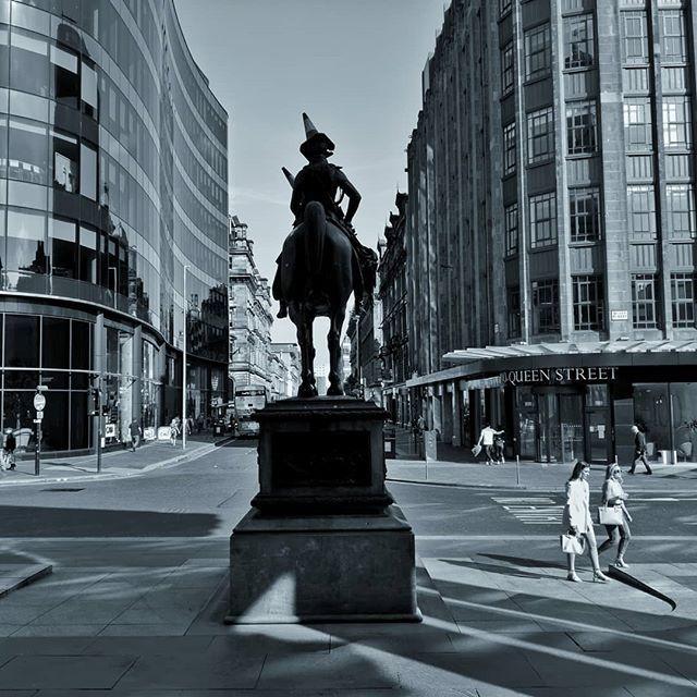 Wee photo I took when it was warm. . . #wellington #statue #glasgow #queenstreet #goma #galleryofmodernart #galleryofmodernartglasgow #ingramstreet #trafficcone #conehat #merchantcity