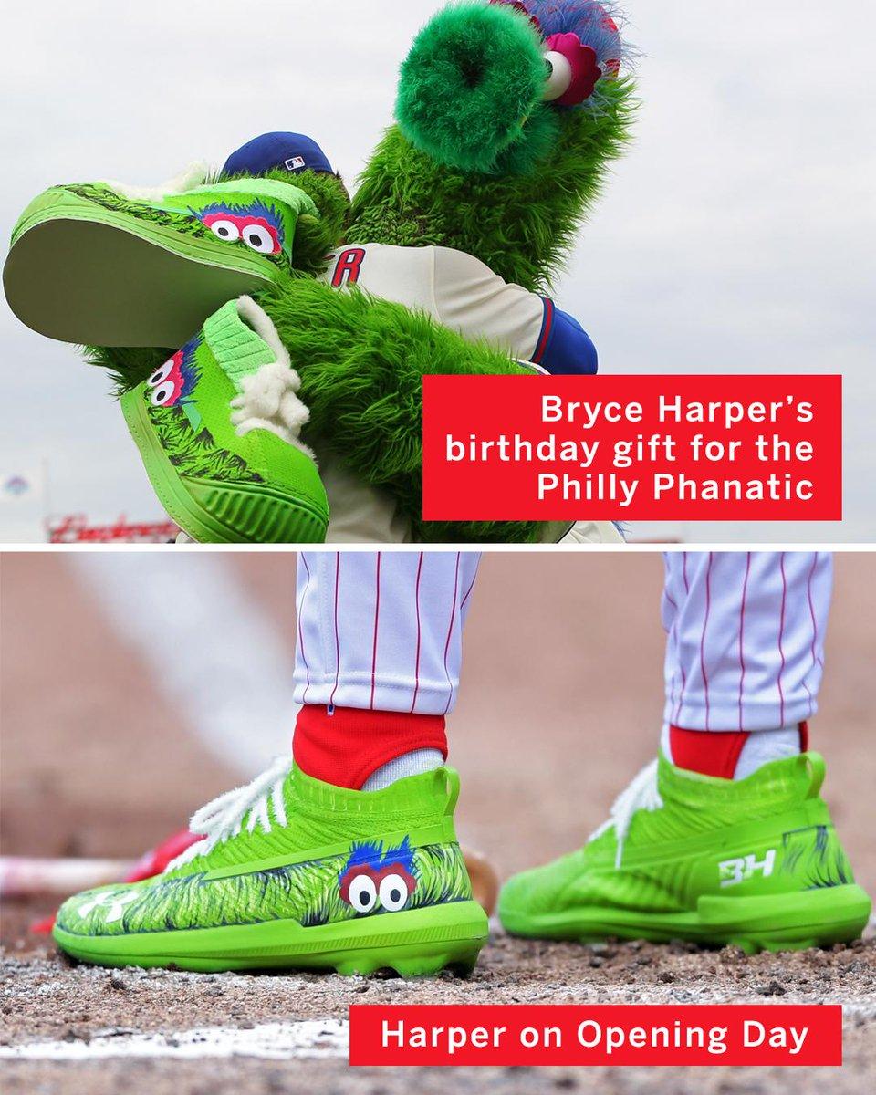 Bryce Harper got the Philly Phanatic