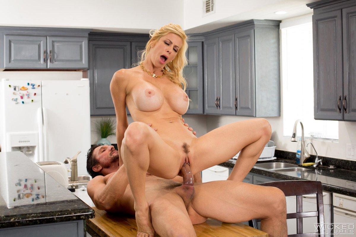 Фильм порно домохозяйка муж