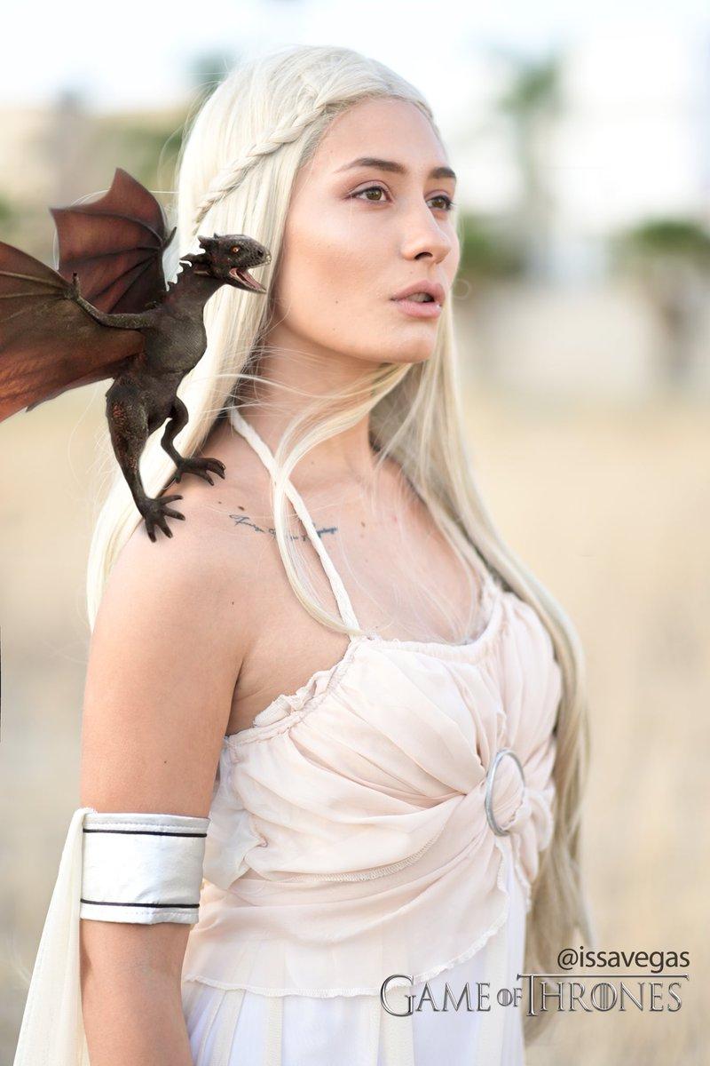 RT @issavegas: #GamefThrones #GOT #WinterIsComing  RT , Fans de Games of Thrones 💫  @GameOfThrones https://t.co/YP7Wuf0IPm