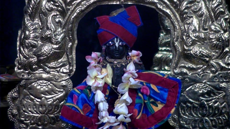 Mangala Arthi Darshan of Sri Radha _Madhava, AstaSakhis, Sri Panca tattva and Sri Narasimhadeva , ISKCON Mayapur .29th April 2019 https://t.co/577Liyyz32
