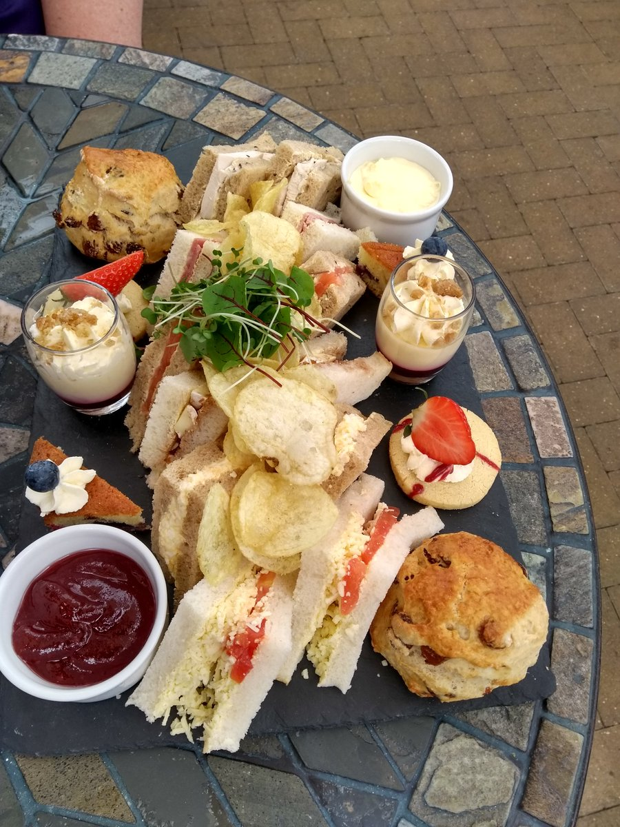 Sunday afternoon catching up with a friend and enjoying afternoon tea @LoveBeckworth Had to laugh when the staff member asked Have you finished? What gave it away?