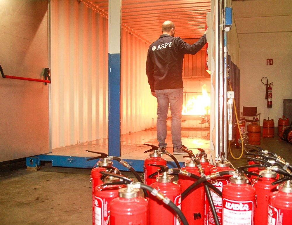test Twitter Media - Iniciamos nuestra 'Semana de la Seguridad y Salud en el Trabajo' 👷🏻👌con esta imagen de preparación de un curso de extinción de incendios. Os mostramos #laprevencionreal #28PRL #ASPY28Abril https://t.co/vK3Z3JURD3