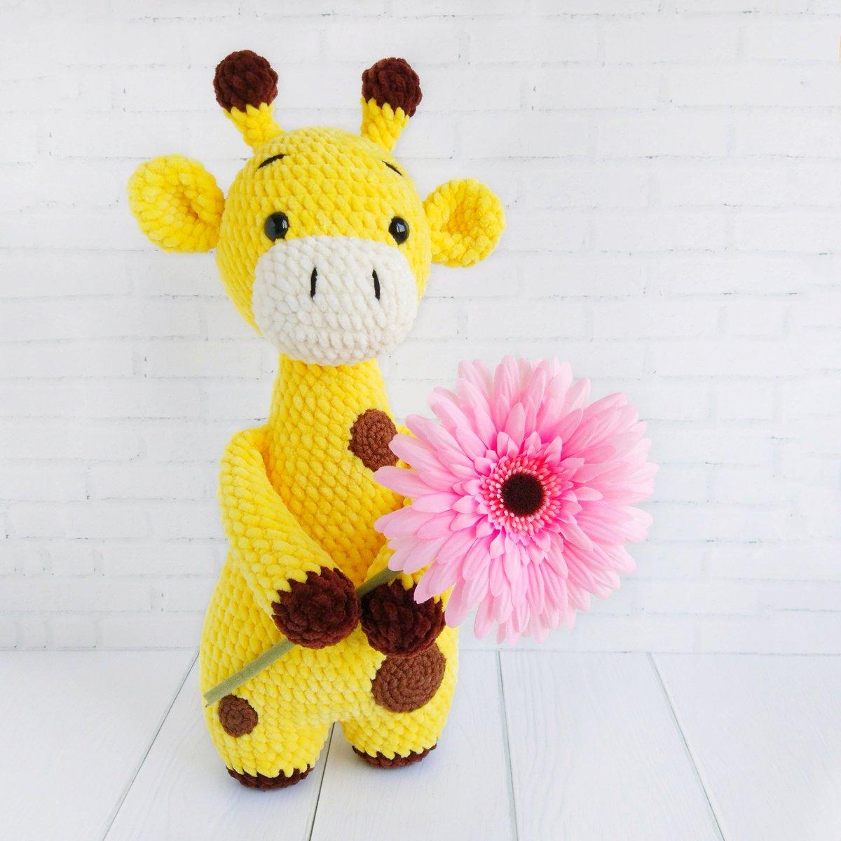 Ginnie the Giraffe Free Amigurumi Pattern | Jess Huff | 1200x1200