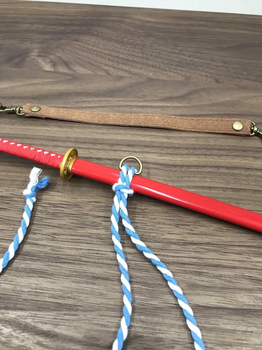 test ツイッターメディア - 工程3、通した紐を 刀にくぐらせ逆の紐を 出来た輪っかに通す 工程4、引ききったら完成! 材料費200円也。 #ドルフィードリーム  #Seria  #100均 https://t.co/HqbIS2mADg