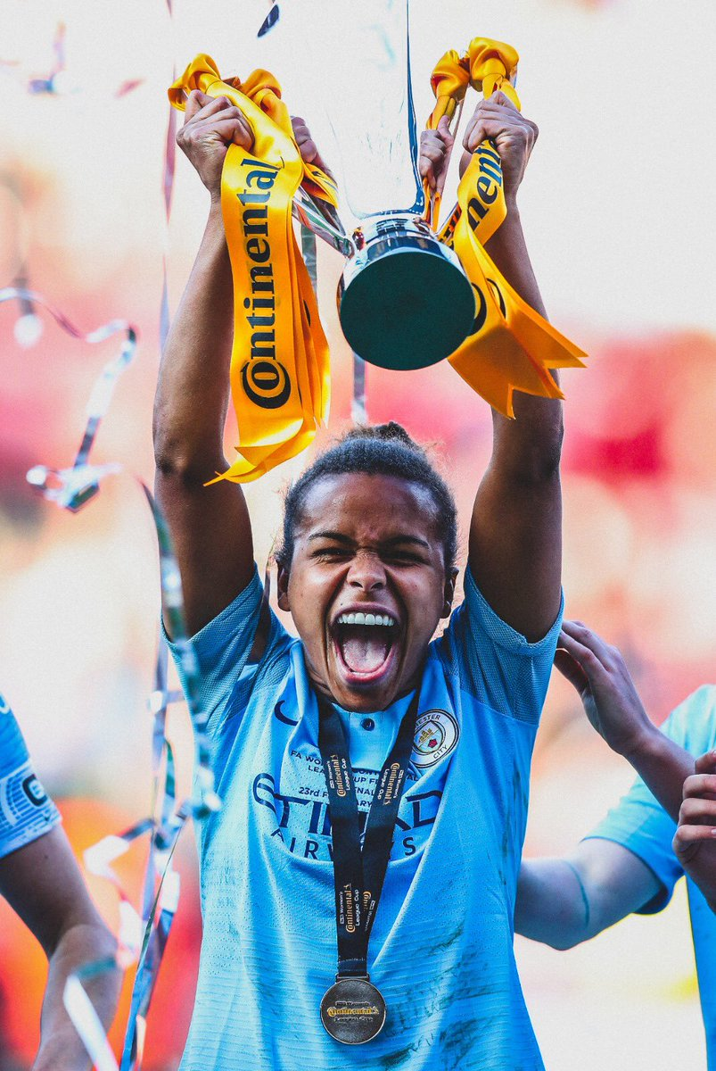 🏴󠁧󠁢󠁥󠁮󠁧󠁿 @LilKeets this season:  🏟 19 Games ⚽ 19 Goals 🎯 7 Assists  🏆 @TheOfficialFWA POTY. 🥇 Continental League Cup Winner. 🔝 Top scorer in @FAWSL history.  👕 Completing a @ManCity @TheOfficialFWA double.