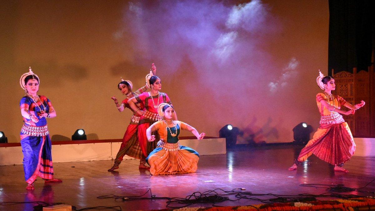 14 Signs You39re A Bharatnatyam Dancer in 2019 Etc Dance