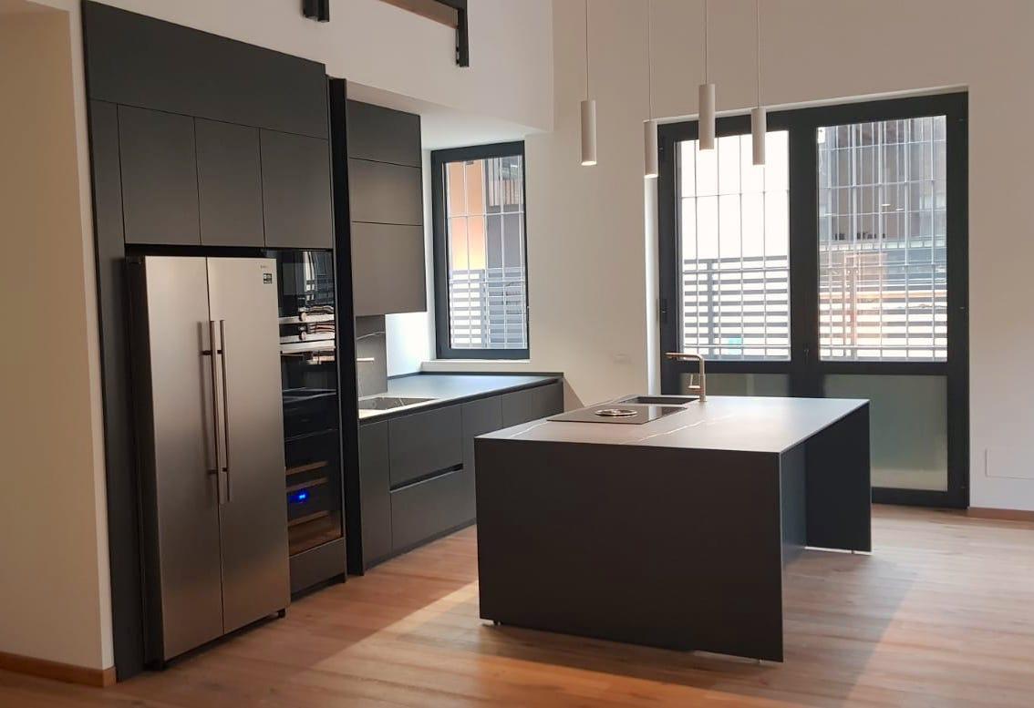Cucina #Binova #Bluna con frontali laccati grigio antracite ...