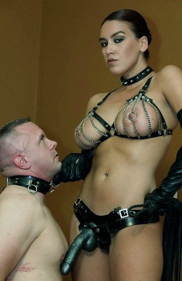 Strapon mistress outfit