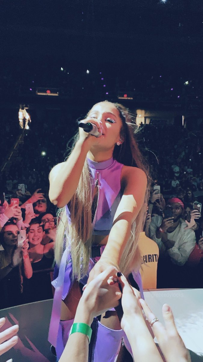 every arianators dream :((( #BBMAsAchievement please vote for Ariana Grande 🌛