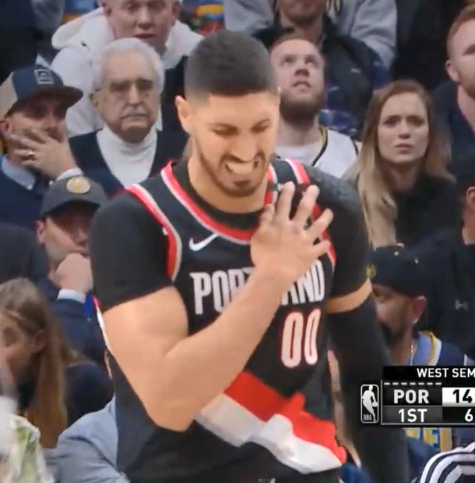【影片】硬漢!Kanter帶傷出戰雙手暴扣后捂著肩膀面露苦相,看著心疼!-黑特籃球-NBA新聞影音圖片分享社區
