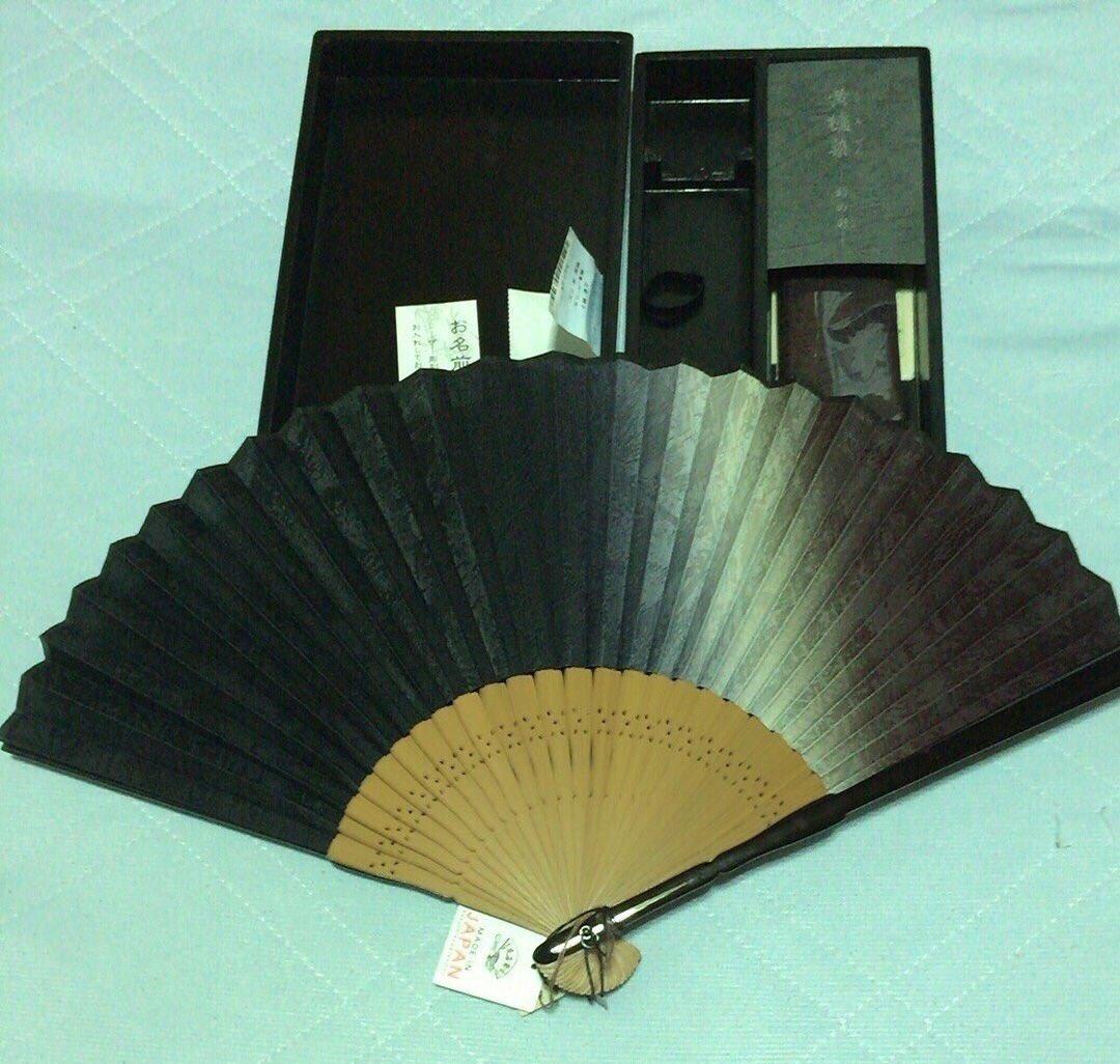 陛下がお召しになっていた黄櫨染と同じ技法の扇子。 #黄櫨染 #日本伝統 #陛下と同じ