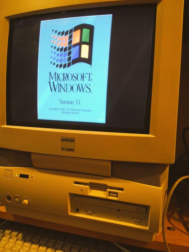 1995年に就職して、夏のボーナスで購入した初めてのパソコン。起動してみたけど、まだ動く。(EPSON 最後の98互換機、486ME)