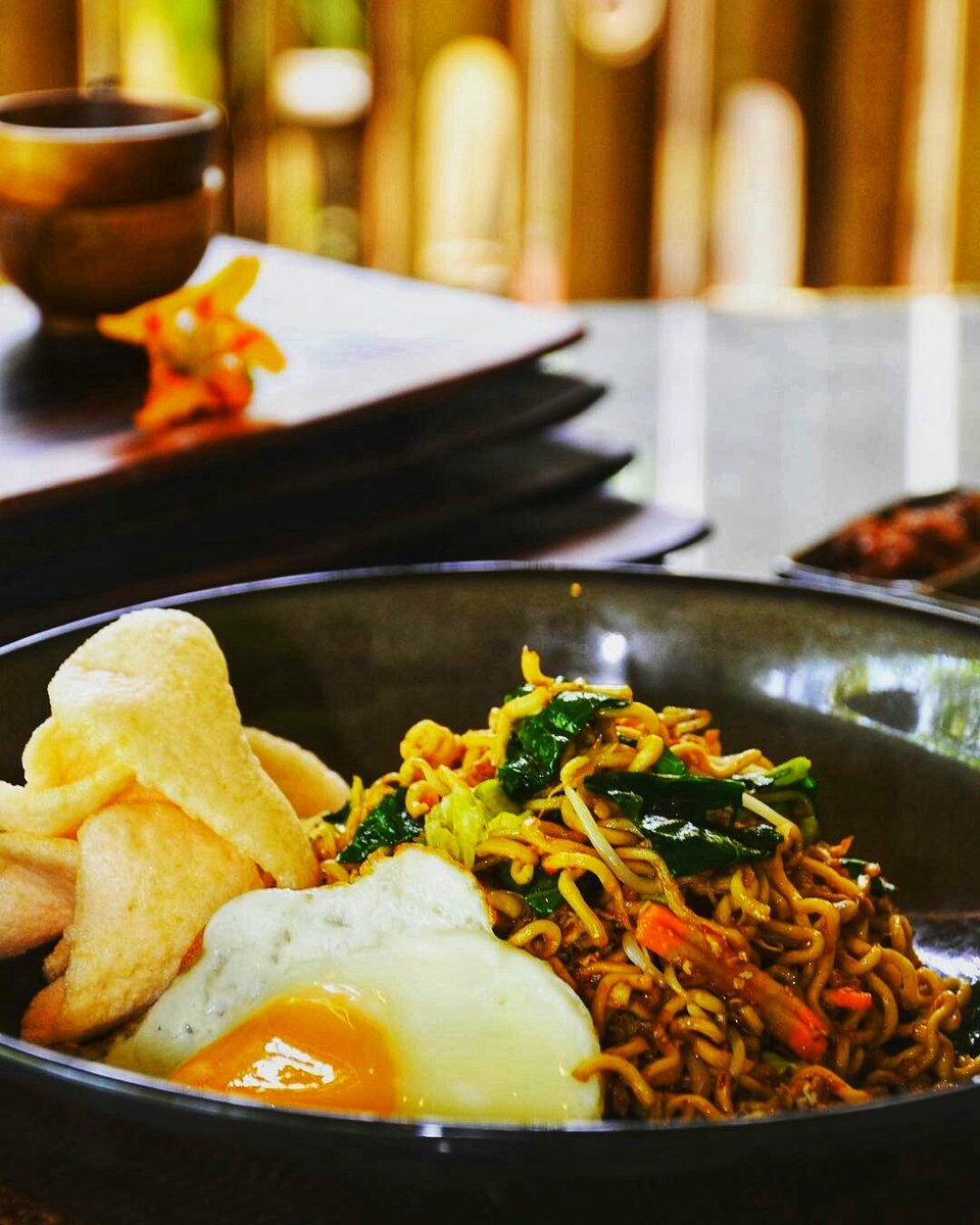 The humble #FriedNoodles, but oh so good, authentic Indonesian style... Come on over to Lada Restaurant at our Prama Sanur Beach #Bali and try it out today! #pramahotels #aerowisatahotels #balifoodie #balifoodguide #indonesianfoodpic.twitter.com/ijJa6gDqmz