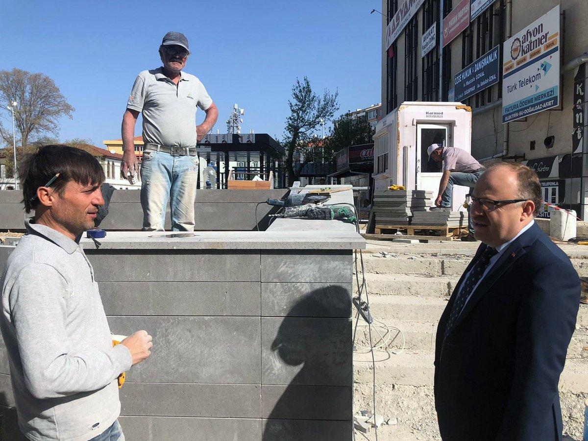 Şehir merkezinde tamamlanma aşamasına gelen Kent Meydanı inşaatında incelemelerd…