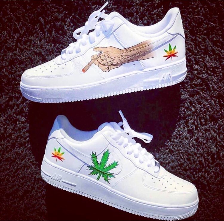 This shoes right here is mad, different from the regular🔥🔥🔥 Item: New Airforce 1 x custom Price : 25,000 Size : 40-45 Delivery to your door step, same day. Pls send a dm to order and also help Rt🙏🏽🙏🏽🙏🏽 #TuesdayThoughts #AvengersEndame #TuesdayMotivation