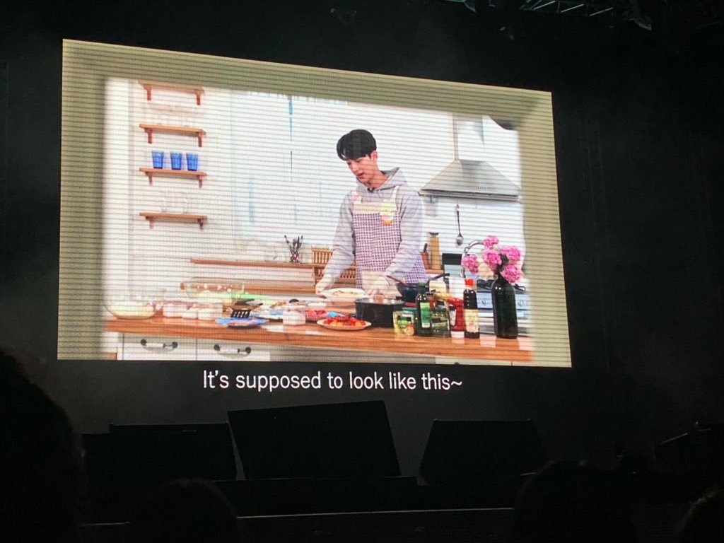 VCR of Kuanlin making 소닭소닭 볶음밥 Chicken Beef Fried Rice! (Making us hungry only ㅠㅠ) #LAIKUANLINGoodFeelinginSG