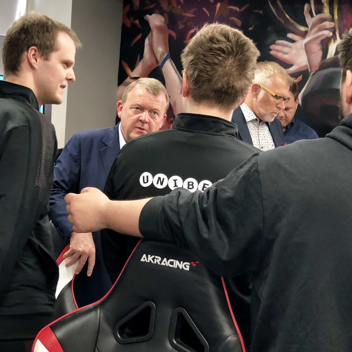 Prime minister @larsloekke visiting to talk and play against us in the office👍  Great to see all the support in Denmark towards esports these days🙏