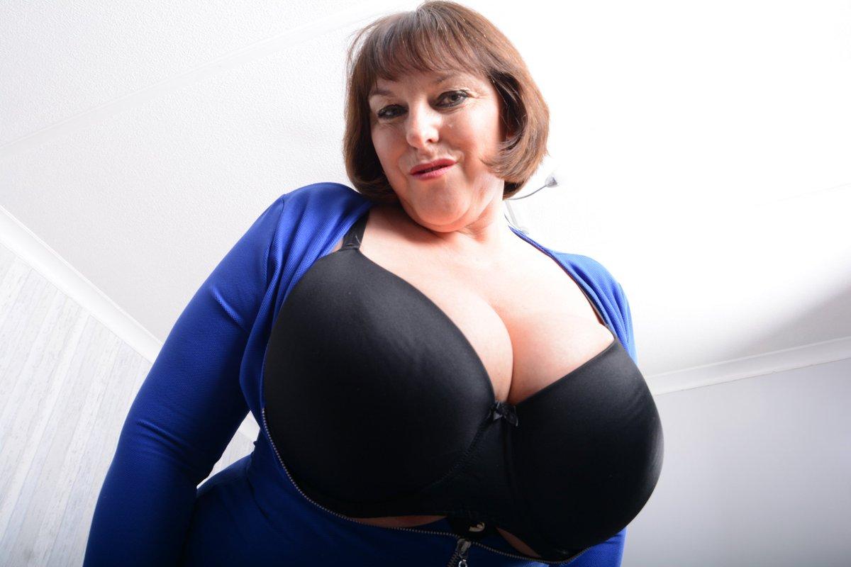 big booty girl bends ocer nude