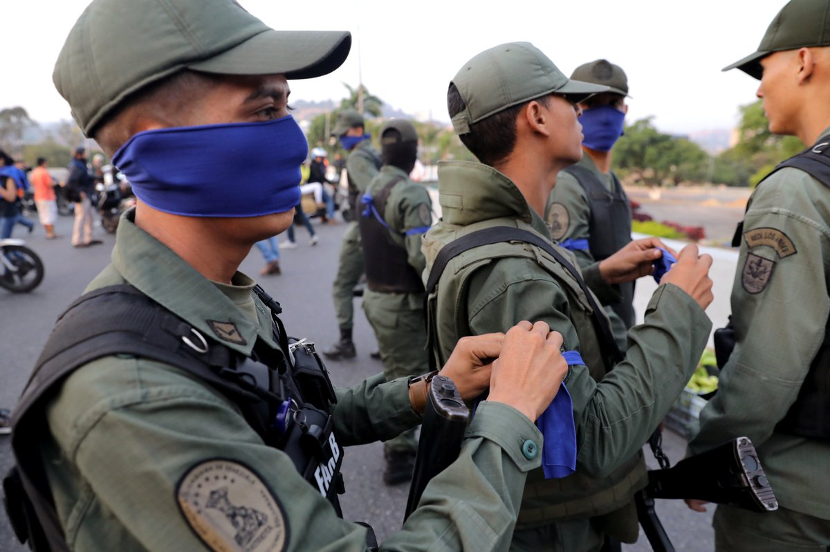 Military loyal to the Acting President @jguaido and the have been identified with a blue ribbon. Photo: Reuters.