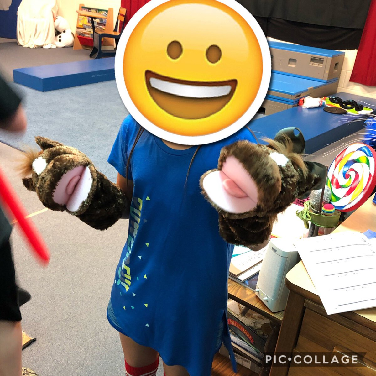 """Using horse puppets purchased by the @robinson_ef makes """"The Wild Horseman"""" by Schumann a lot more fun! @ElemRob #Robinsonisd #risdres"""