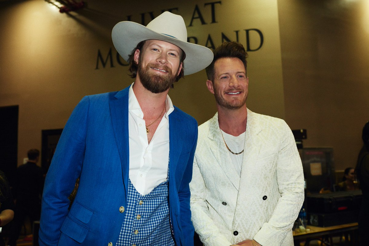 It was meant to be! @FLAGALine took home the award for Top Country Song at the #BBMAs. 🙌