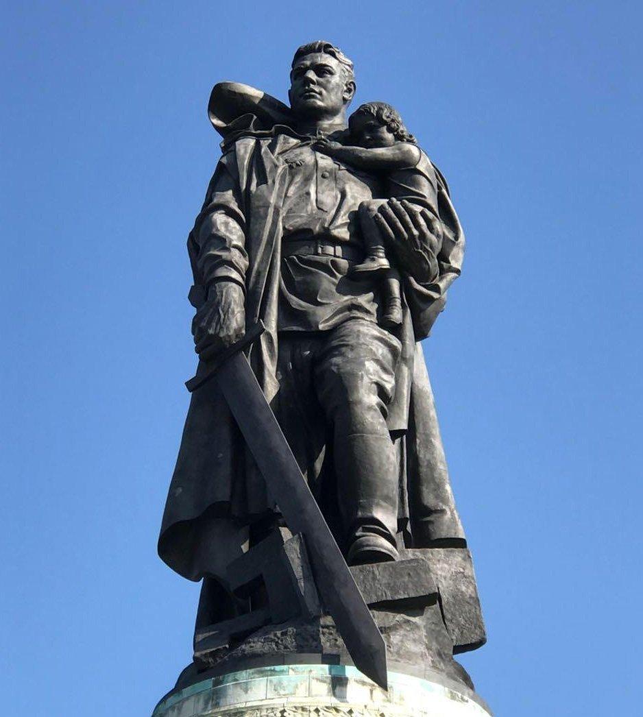 современном картинка памятник неизвестному солдату в берлине поста призвал