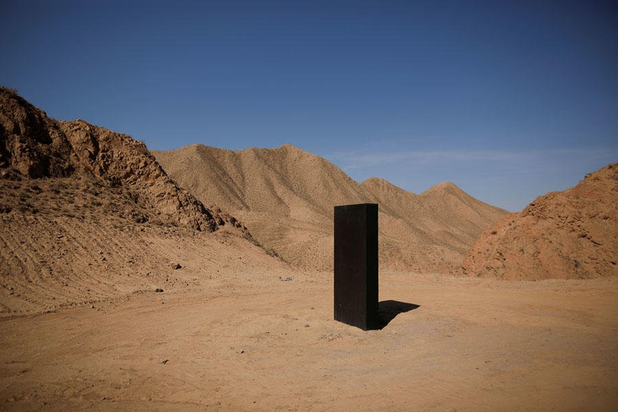 A simulated Martian base, Mars Base 1, has just opened in the Gobi Desert. More sci-fi than scientific, with the goal of inspiring students, the complex also includes this oh-so-mysterious monolith: bit.ly/2ZEkPFj